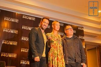 Vlad Tanfara (Steve Madden Mx) y Steve Feinberg (Steve Madden Music) presentaron a la cantante Elliphant.