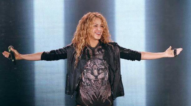 El Dorado World Tour de Shakira en México y esa maldita manía que tenemos de grabar los conciertos (y dejar devivirlos)